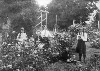 Douglas children in the garden of Hockin House