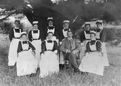 Dr. H. Douglas and nursing staff at Waikato Hospital