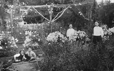Douglas children in the garden of Hockin House