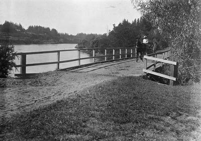 Mrs Douglas driving a 2 wheel buggy at No. 1 Bridge