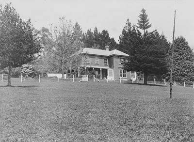 Lake House. Hamilton Lake