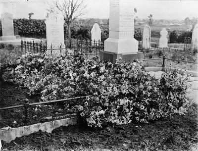 The grave of Olive MacDiarmid (Graham) in Hamilton East Cemetery