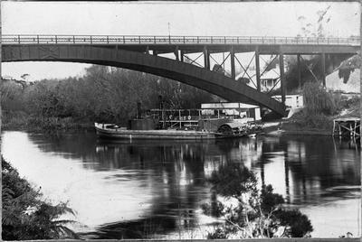 """Traffic Bridge & Vessels """"Manuwai"""" & """"Freetrader"""""""