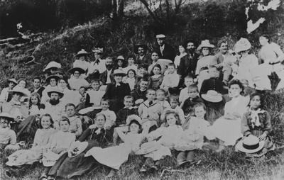 Picnic group, Raglan