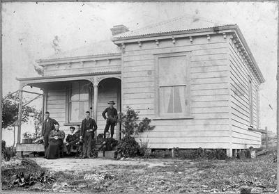 """Mrs Hill and family at """"Glencoe"""""""