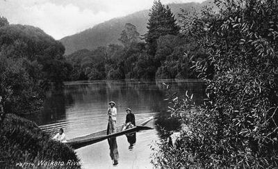 Canoe on Waikato River