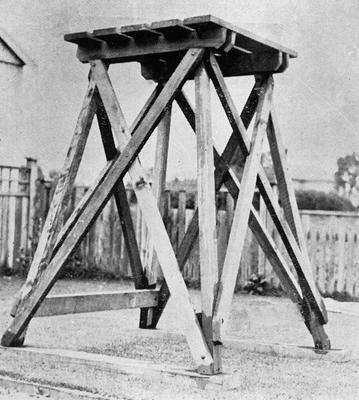 Ellis & Burnand - Field tank stand