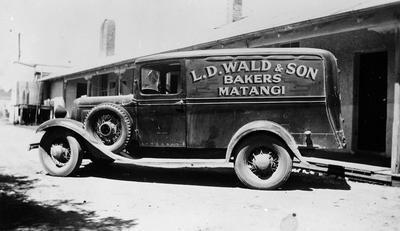 Van from Walds Bakery, Matangi